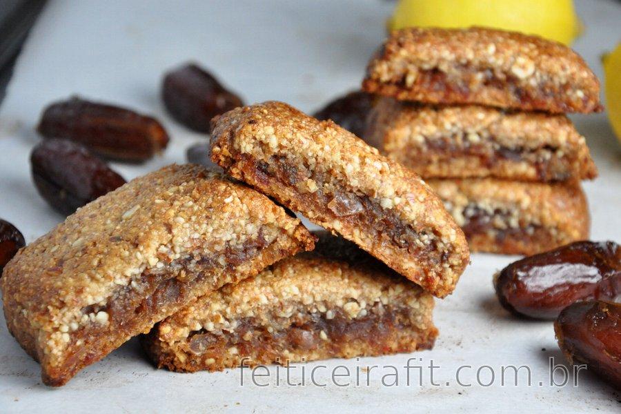 Biscoitos de amêndoa com recheio de tâmara (sem glúten)