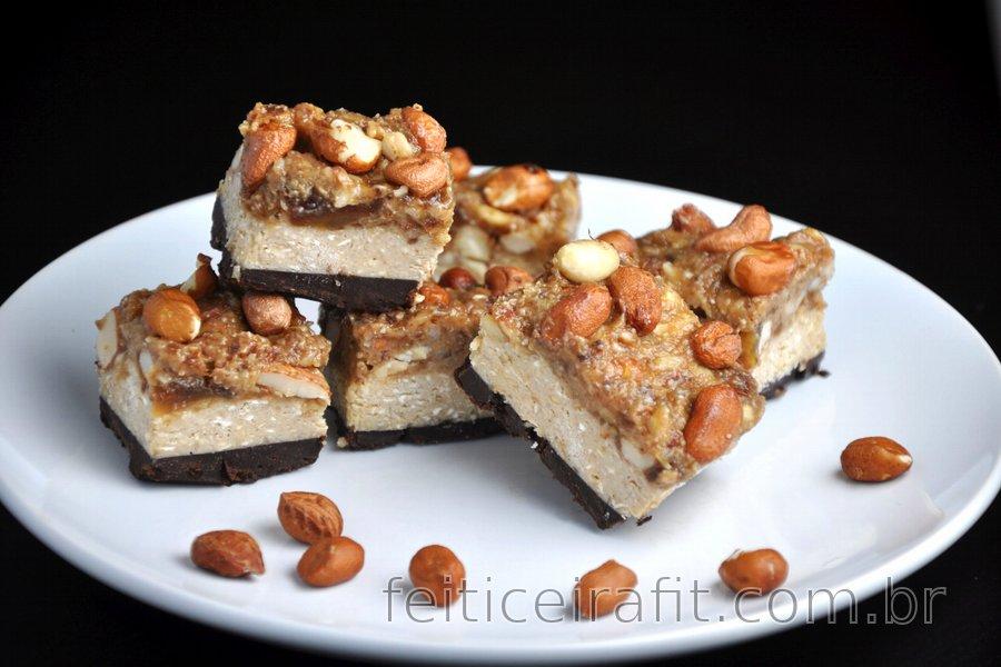 Barrinhas saudáveis de chocolate e caramelo crocante