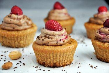 Cupcakes de amêndoa com creme de café e castanha de caju (sem glúten)