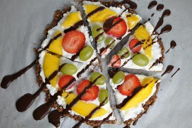 Pizza doce saudável de frutas e aveia