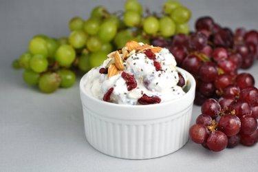 Salada de uva light com creme azedo