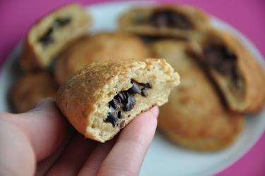 Pão Integral com recheio de chocolate e nibs de cacau - Pain au Chocolat