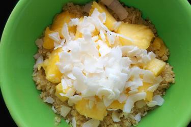 Quinoa exótica de coco e abacaxi