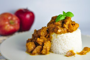 Frango ao curry fitness com maçã