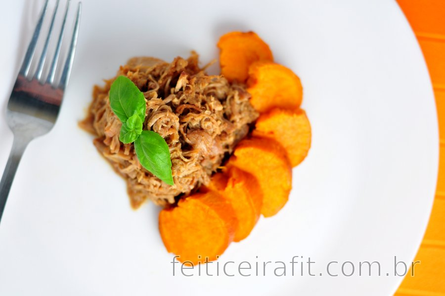Delicioso frango desfiado com mel e batata doce