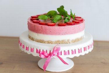"""Torta de morango e iogurte """"Perfeição"""" saudável e crudívora"""
