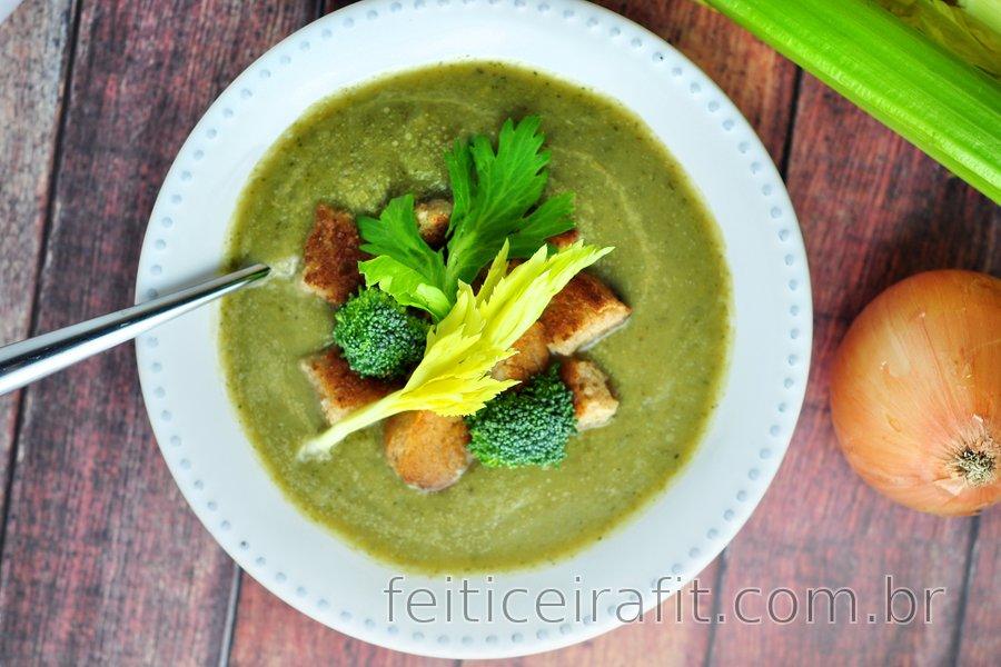 Sopa simples de aipo e brócolis