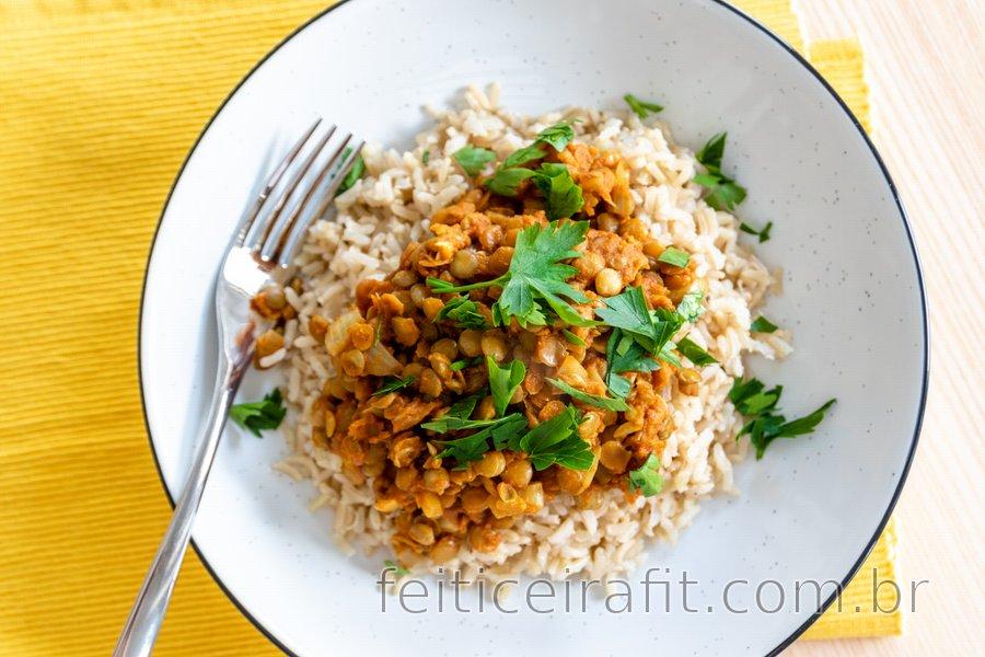 Curry de lentilha indiano fácil de fazer