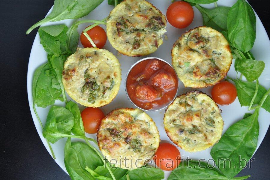 Muffins saudáveis de ovos com atum