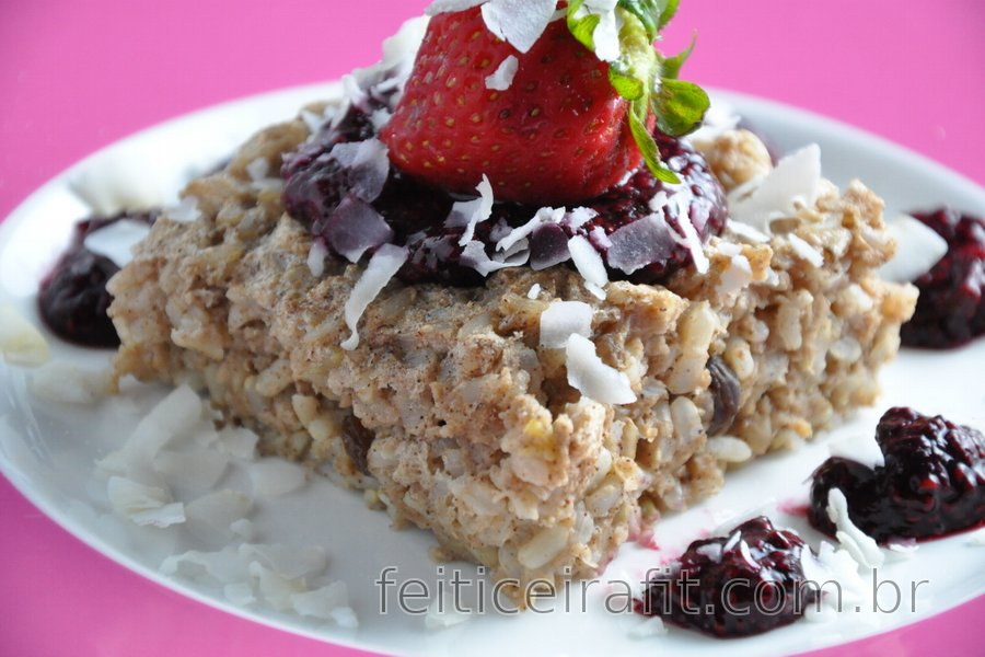 Bolinho de arroz integral assado com molho de frutas e chia sem açúcar